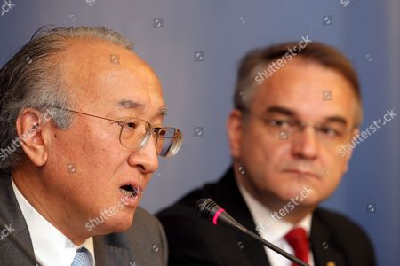 Polish Deputy Pm Waldemar Pawlak (r) and Director of the International Energy Agency Nobuo Tanaka (l) During a Joint Briefing in Warsaw Poland on 12 May 2009 Poland Warsaw