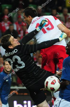 Poland's Tomasz Jodlowiec (r) Fights For the Ball with French Goalkeeper Cedric Carrasso (l) During Their Friendly Soccer Match in Warsaw Poland 09 June 2011 Poland Warsaw