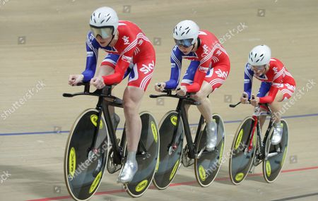 Great Britain's Elizabeth Armistead Wendy Houvenaghel and Joanna Roswell in Action During the Women's Team Pursuit Qualification at the Uci Track Cycling World Championships 2009 at Bgz Arena Velodrome in Pruszkow Poland 26 March 2009 the British Team Advanced to the Final Poland Pruszkow
