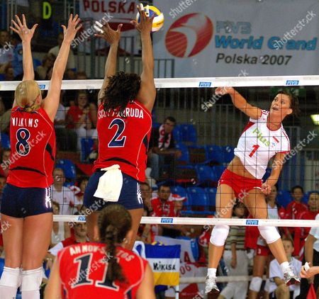 Katherine Wilkins (l) and Danielle Scott-arruda (c) of Usa Block the Shot From Katarzyna Skowronska-dolata (r) of Poland During Their Women's Voleyball Grand Prix Match in Rzeszow Poland 03 August 2007 Poland Rzeszow