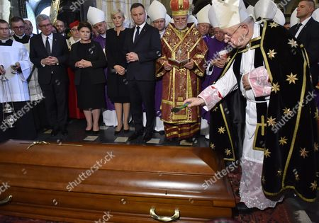 Polish Preisdent Andrzej Duda (5-l) His Wife Agata Kornhauser-duda (4-l) Polish Senate Speaker Stanislaw Karczewski (2-l) Polish Prime Minister Beata Szydlo (3-l) and Metropolitan of Krakow Cardinal Stanislaw Dziwisz (r) Stand Next to the Coffin of the Late Cardinal Franciszek Macharski During His Funeral Inside the Wawel Cathedral in Krakow Poland 05 August 2016 Cardinal Macharski Died on 02 August at the Age of 89 a Coffin with His Body Will Be Placed at the Wawel Crypt of Krakow Bishops Poland Krakow