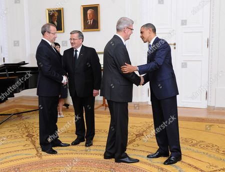 President of Republic of Latvia Valdis Zatlers (2r) and Estonian President Toomas Hendrik Ilves (l) Are Welcomed by Polish President Bronislaw Komorowski (2l) and Us President Barack Obama (r) Before a Working Dinner at the Presidential Palace in Warsaw Poland 27 May 2011 Us Barack Obama is a Special Guest at the Event During the 17th Central European Summit Hosted by the Polish President Poland Warsaw