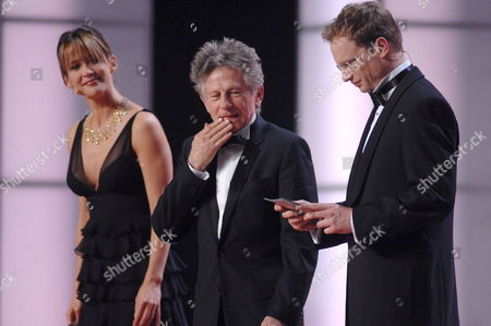 Polish-born Film Director Roman Polanski (l) the Prize Winner of This Year's European Film Academy Award For His Career Achievements is Flanked by French Actress Sophie Marceau (l) and Her Polish Collegue Maciej Stuhr who Hosted the Award Ceremony at the European Film Awards (efa) Awards Ceremony in Warsaw Saturday 02 December 2006 Poland Warsaw