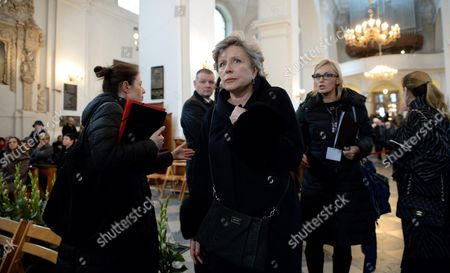 Polish Film and Theater Actress Krystyna Janda (c) who is Known For Her Leading Roles in the Late Polish Film Director Andrzej Wajda's Films Attends a Mass For Him at St Jack Church in Warsaw Poland 18 October 2016 Wajda is a Lifetime Achievement Academy Award Winner who Died on 09 October at the Age of 90 Poland Warsaw