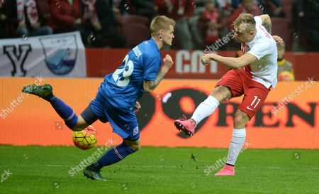 Poland's Kamil Grosicki (r) in Action Against Ari Freyr Skulason (l) of Iceland During the International Friendly Soccer Match Between Poland and Iceland at the National Stadium in Warsaw Poland 13 November 2015 Poland Warsaw