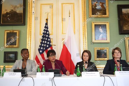 Us Secretary of Commerce Penny Pritzker (2-l) with Pec Vice Chair Ursula Burns (l) Archer Daniels Midland Company Chairman and Ceo Patricia Woertz (2-r) Lockheed Martin Corporation Chairman President and Ceo Marillyn Hewson (r) Holds a News Conference in Warsaw Poland 30 September 2014 Secretary Pritzker with a High-level Delegation of Us Business Leaders is on a Visit to Poland to Identify Opportunities to Increase Trade and Investment Between the Us and Poland Poland Warsaw