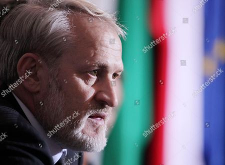 The Head of the Chechen Government in Exile Ahmed Zakayev During a Press Conference After of the World Congress of the Chechen Nation in Pultusk North of Warsaw on 18 September 2010 a Polish Court Ordered Exiled Chechen Leader Akhmed Zakayev Freed Late on 17 September While Russia's Demand For His Extradition is Decided the Warsaw District Court Rejected a Request by Prosecutors to Place Zakayev Under Temporary Arrest For 40 Days He Had Been Arrested Earlier on 17 September by Polish Police on an International Warrant Issued by Russia Through Interpol Zakayev Arrived on 16 September in Poland to Attend a Two-day World Chechen Congress in Pultusk in Central Poland Epa/pawel Supernak Poland out Poland Pultusk