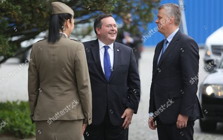 Polish Defence Minister Tomasz Siemoniak (r) Welcomes Canada's Defence Minister Jason Kenney (c) During a Ceremony in Warsaw Poland 09 June 2015 Poland Warsaw