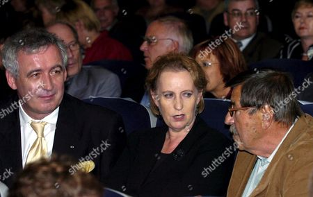 German Minister of Culture Christina Weiss (c) Polish Minister of Culture Waldemar Dabrowski (l) and German Author and Nobel Literature Prize Winner Guenter Grass (r) During World Premiere of 'Unkenrufe' ('call of the Toad') Based on Guenter Grass Novel in Gdansk on Sunday 11 September 2005 Krystyna Janda and Matthias Habich Played the Main Roles in the Movie Directed by Robert Glinski Poland Gdansk