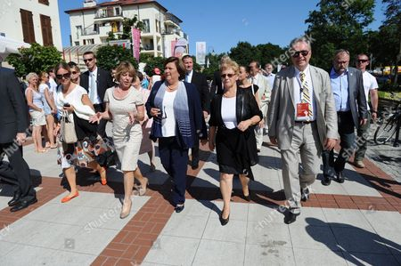 Poland's First Lady Anna Komorowska (c) Germany's First Lady Daniela Schadt (2l) Former Polish First Lady Danuta Walesa (2r) and Polish Producer and Film Director Krzysztof Zanussi (r) Talk a Walk Prior the Debate 'The Love and Activity' As Part of the Festival Karuzela Cooltury (carousel Culture) in Swinoujscie Poland 21 July 2013 Poland Swinoujscie