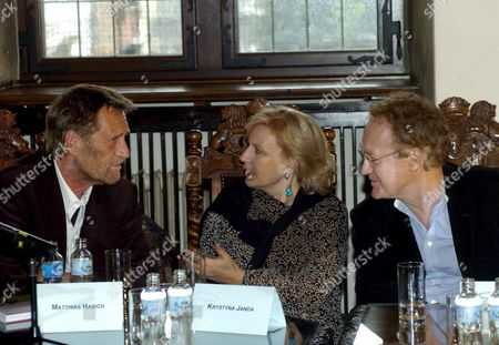 Matthias Habich (l) and Krystyna Janda (r) and Polish Director Robert Glinski (r) Attend a Press Conference Prior to World Premiere of 'Unkenrufe' ('call of the Toad') Based on Guenter Grass Novel in Gdansk on Sunday 11 September 2005 Krystyna Janda and Matthias Habich Played the Main Roles in the Movie Directed by Robert Glinski Poland Gdansk