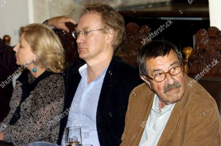 German Author and Nobel Literature Prize Winner Guenter Grass (r) Polish Director Robert Glinski (c) and Polish Actress Krystyna Janda (l) Attend a Press Conference Prior to World Premiere of 'Unkenrufe' ('call of the Toad') Based on Grass Novel in Gdansk on Sunday 11 September 2005 Krystyna Janda and Matthias Habich Played the Main Roles in the Movie Directed by Robert Glinski Poland Gdansk