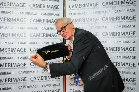 Us Cinematographer and Director Caleb Deschanel Poses After Receiving the Lifetime Achievement Award During the 22nd International Film Festival of the Art of Cinematography 'Camerimage' in Bydgoszcz Poland 22 November 2014 the Festival Ran From 15 to 22 November Poland Bydgoszcz