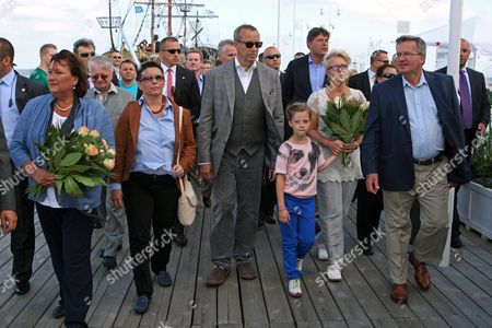 President of Estonia Toomas Hendrik Ilves (3-l) and His Wife First Lady Evelin Ilves (2-r) and Their Daughter Kadri Keiu (3-r) Along with President of Poland Bronislaw Komorowski (r) and His Wife First Lady Anna Komorowska (l) Walk on the Sopot Pier in Sopot Poland 21 August 2012 President of Estonia with His Family is in an Unofficial Visit to Poland at the Invitation of Polish Presidential Couple Poland Sopot