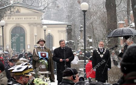 Poland's President Bronislaw Komorowski (c) Delivers a Speech During a Secular Ceremony For Late Polish Poet and Nobel Laureate Wislawa Szymborska at the Rakowicki Cemetry in Krakow Poland 09 February 2012 the Ceremony is Attended by President Bronislaw Komorowski and His Wife Prime Minister Donald Tusk Cabinet Members Mps and Representatives of the Diplomatic Corps Wislawa Szymborska Passed Away on 01 February 2012 at the Age of 89 Poland Krakow