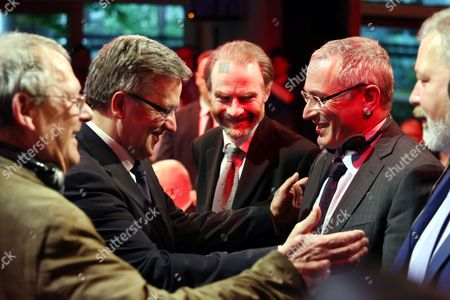 Polish President Bronislaw Komorowski (2-l) Polish 'Gazeta Wyborcza' Daily Editor-in-chief Adam Michnik (l) and Russian Dissident and Businessman Mikhail Khodorkovsky (2-r) Chat with Each Other During the Awarding Ceremony of State Employees of 'Gazeta Wyborcza' on the Occasion of the 25th Anniversary of the Paper in Wasaw Poland 09 May 2014 Poland Warsaw