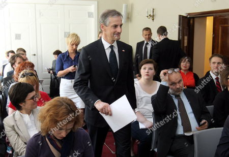 Norwegian Foreign Minister Jonas Gahr Stoere (c) Smiles Prior to the Lecture 'Energy in a European Perspective: High North New Dimensions' Held at the Polish Institute of International Affairs in Warsaw Poland 10 May 2012 Poland Warsaw