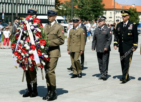 Chief of Staff of the Us Army General Raymond Odierno (r) and Chief of the General Command of the Polish Armed Forces General Lech Majewski (2r) Lay a Wreath at the Tomb of Unknown Soldier at the Pilsudski Square in Warsaw Poland 08 June 2014 General Odierno is on a Two-day Official Visit to Poland Poland Warsaw