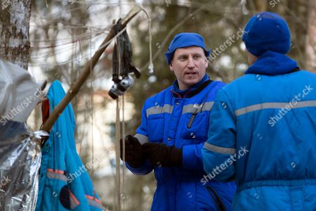 Andrew J. Feustel, Sergej Prokopyev Russian Cosmonaut Sergej Prokopyev, center, talks with NASA astronaut Andrew J. Feustel a three-day winter training in a forest at Russian Space Training Center in Star City, outside Moscow, Russia