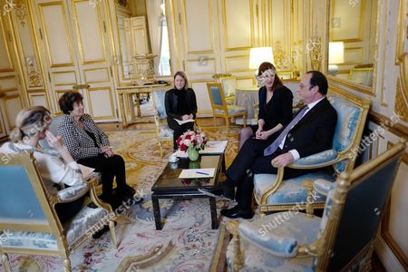 """French President Francois Hollande (R), flanked by French Secretary of State on Services for Victims Juliette Meadel (2-R5), meets with Francoise Rudetzki (2-L), former head of terror victims association """"SOS attentats"""" (SOS attacks), at the Elysee Palace in Paris, France 08 February 2017. Rudetzki presents her work to the President on resilience."""