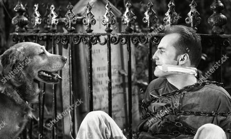 Gavin Kitchen (as Steve Marshal) is discovered having spent the night chained to the railings (Ep 1784 - 22nd July 1993)