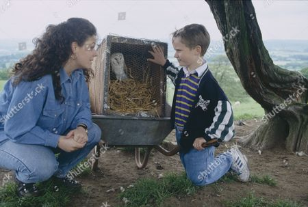 Stock Photo of Nicola Strong (as Lorraine Nelson) and Christopher Smith (as Robert Sugden) as Robert finds an injured barn owl