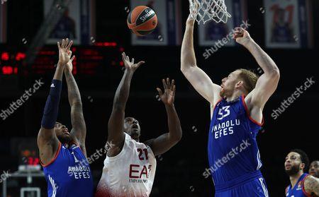 Armani Milan's Rakim Sanders (C) tries to score under defense of Anadolu Efes' Deshaun Thomas (L) and Alex Kirk (R) during the Euroleague Basketball match between Anadolu Efes and Armani Milan in Istanbul, Turkey, 09 February 2017.