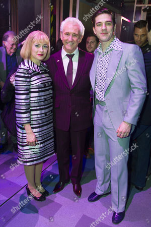 Lorna Want (Cynthia Weil), Tony Christie and Ian McIntosh (Barry Mann) backstage