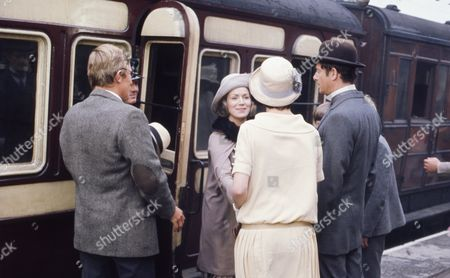 Victor Winding (as Benjamin Sweet) with Heather Page (as Mary Porter) with Veronica Hurst (as Lady Jane Flaxton)