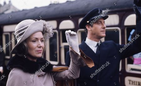 Victor Winding (as Benjamin Sweet) with Veronica Hurst (as Lady Jane Flaxton)