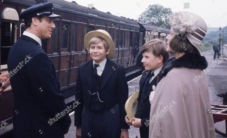 Victor Winding (as Benjamin Sweet), Alan Guy (as Jonathan Flaxton) and John Ash (as William Pickford) with Heather Page (as Mary Porter)