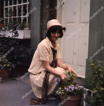 Heather Page (as Mary Porter)