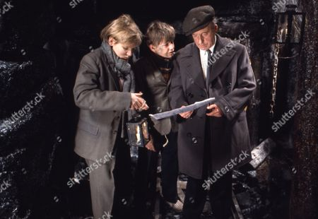 Stock Photo of Alan Guy (as Jonathan Flaxton) and John Ash (as William Pickford), with cast member