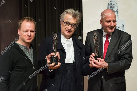 President of the European Film Academy Wim Wenders (c) President of the City of Wroclaw Rafal Dutkiewicz (r) and the Host of European Film Awards Gala Polish Actor Maciej Stuhr (l) Present the Award Statuette of the 29th European Film Awards During the Press Conference in Wroclaw Poland 09 December 2016 the Conference Organized by the Foundation For Legal Culture Takes Place the Day Before the European Film Awards Gala Poland Wroclaw