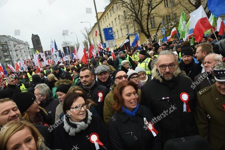 Forem Polish Prime Minister Ewa Kopacz (2-l) and the Committee For the Defense of Democracy (kod) Leader Mateusz Kijowski (4-l) Take Part in the March Organized by the Committee For the Defense of Democracy (kod) in Warsaw Poland 11 November 2016 As Part of Independence Day Celebrations March is Organized Under the Slogan 'Kod For Independence' Poland Warsaw