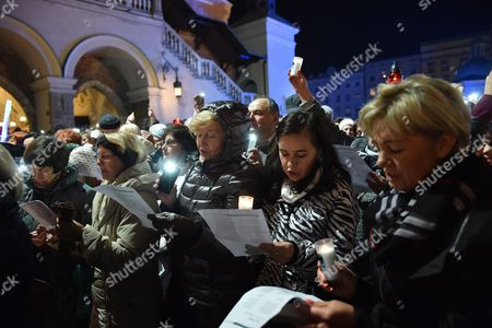 Stock Picture of Several Thousand People Said Goodbye Leonard Cohen Common Performance of the Iconic Song 'Hallelujah' During the Event Organized by the City 'Krakow Says Goodbye Leonard Cohen' at the Main Square in Krakow 20 November 2016 Poland Kraków