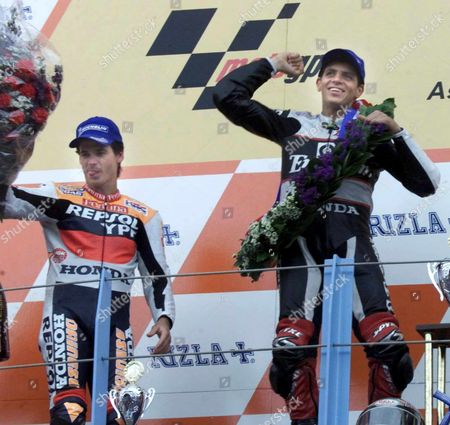 Step00062463816a T11 - 20000624 - Assen Netherlands : Winner of the 500cc at the Dutch Motorcycling Grand Prix was the Brasilian Alex Barros (honda) Pictured R and Second Place-getter Alex Criville (honda) From Spain (at L) Celebrate on the Podium at Assen on Saturday 24 June 2000 Epa Photo Anp/koen Suyk/bw Netherlands Assen