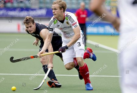 Steve Edwards (l) of New Zeeland Fights For the Ball with Linus Butt of Germany During the World Cup Hockey Tournament in the Hague the Netherlands 08 June 2014 Netherlands the Hague