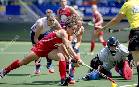 Melissa Gonzales (front L) From the Usa in Action Against Georgie Twigg (behind) From England During a Group Stage Match in the Women's Tournament of the Field Hockey World Cup in the Hague Netherlands 01 June 2014 Team Usa Won 2-1 Netherlands the Hague