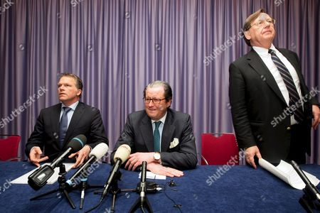 (r to L) Dutch Central Bank (dnb) President Nout Wellink Ceo of Ing Group Michel Tilmant and Dutch Finance Minister Wouter Bos Prior to a Press Conference in Amsterdam Netherlands 19 October 2008 the Dutch Government Announced That It Would Inject 10 Billion Euros (13 4 Billion Dollars) Into Ing One of the World's 20 Biggest Banks It is a Large Sum That We Are Injecting Into a Healthy Business Dutch Finance Minister Wouter Bos Told the Evening Press Conference Adding That It Allowed the Government to Face the Future with Confidence Netherlands Amsterdam
