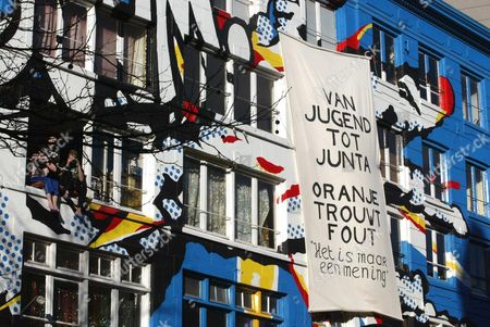 Nl43 - 20020202 - Amsterdam Netherlands : Squatters Hang a Banner Outside Their Building Reading 'From Jugend to Junta Orange Marries Wrong' Referring to the Junta-history of Jorge Zorreguieta Father of the Bride Maxima and Former Minister in the Videla Government in Argentina Saturday 02 February 2002 the Wedding Day of Maxima and Dutch Prince Willem-alexander Epa Photo Anp/koen Suyk/dhr-hh Netherlands Amsterdam