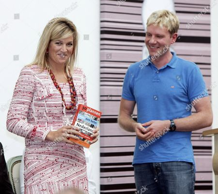 Princess Maxima was Presented the Book '30 Plans For a Better Holland' on Monday 18 September 2006 the Book was Presented to Her by Danish Political Expert Bjorn Lomborg (r) Netherlands the Hague