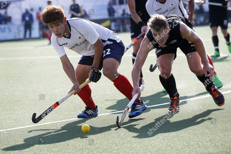 Steve Edwards (r) of New Zealand in Action Against Seongkyu Kim (l) of Korea During the Match Between New Zealand and Korea in the Group Stage of the Men's Tournament of the Field Hockey World Cup in the Hague Netherlands 01 June 2014 Netherlands the Hague
