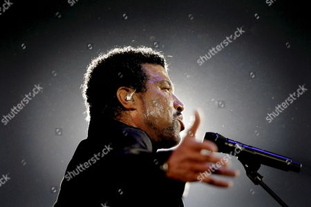Us Singer Lionel Richie Performs at the Start of the Symphonica in Rosso Concert Show in Arnhem Netherlands on 06 September 2008 Richie is the Main Act of the Show That Runs Through 10 September Other Performers Are Trijntje Oosterhuis Candy Dulfer and Alain Clark Netherlands Arnhem
