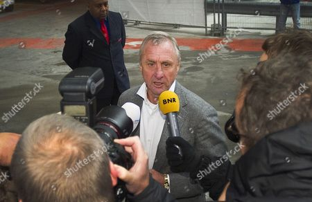 Johan Cruyff Talks to Journalists on His Way to the Council Members Meeting of Dutch Soccer Club Ajax in Amsterdam Netherlands 20 November 2011 Steven Ten Have Edgar Davids Paul Roemer and Marjan Olfers Were Also Invited For the Meeting They Had to Explain How the Proposed Appointment of General Manager Louis Van Gaal Interim Director Danny Blind and Martin Sturkenboom Has Been Established Netherlands Amsterdam