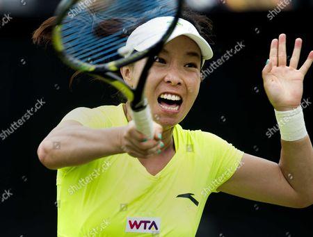 Jie Zheng From China Returns to Spanish Tennis Player Carla Suarez Navarro During Their First Round Match of the Topshelf Open Tennis Tournament in Rosmalen the Netherlands 18 June 2014 Netherlands Rosmalen