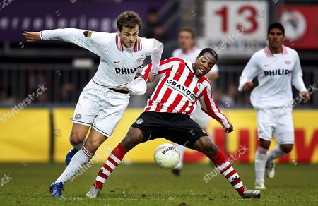 Sparta Rotterdam's Swiss Player Kim Jaggy (right) Tugs on the Shirt of Psv Eindhoven's Serb Danko Lazovic During the Dutch First Division League Match Played in Rotterdam 28 October 2007 Netherlands Rotterdam