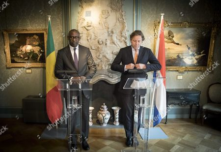 Stock Image of Dutch Minister of Foreign Affairs Bert Koenders (r) Receives His Counterpart Abdoulaye Diop (l) of Mali in the Hague the Netherlands 24 October 2016 the Minister Will Talk About the Relation Between the Netherlands and Mali Dutch Efforts in the Peace Process and the Importance of the Un Mission Minusma Stability in Mali Netherlands the Hague