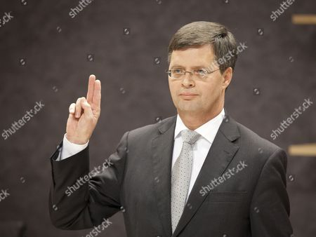 Former Dutch Prime Minister Jan Peter Balkenende is Sworn in Before the Hearings of the Parliamentary Committee Financial System in the Hague the Netherlands 08 December 2011 the Committee Examines Crisis Measures the Government Took Between September 2008 and February 2009 Netherlands the Hague