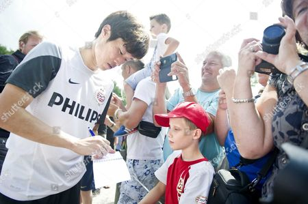South Korean Soccer Player Ji-sung Park Signs Autographs at the End of His First Training Session with Psv Eindhoven Eindhoven the Netherlands 08 August 2013 the 32-year Old Midfielder is on Loan From Queens Park Rangers For One Year Park Played Already For Psv Eindhoven Between 2003 and 2005 Netherlands Borculo